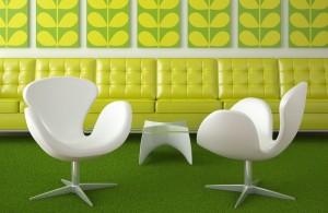 Два стула в зеленой комнате